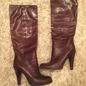 Beautiful and classic brown leather Gucci boots